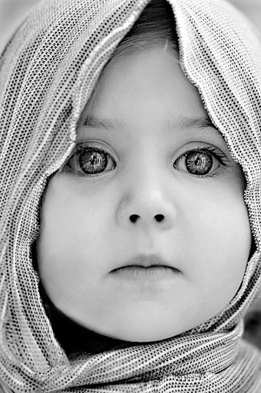 curious eyes of a child