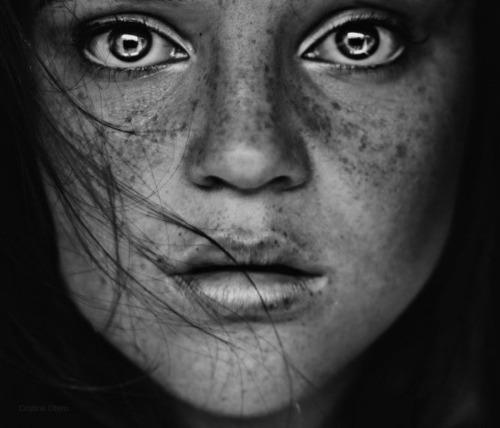 portrait-black-and-white-woman