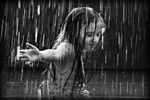 rain,atmosphere,black and white,girl,b,w,photography-f70e8735da75aba7ad73af170890826b_h_large