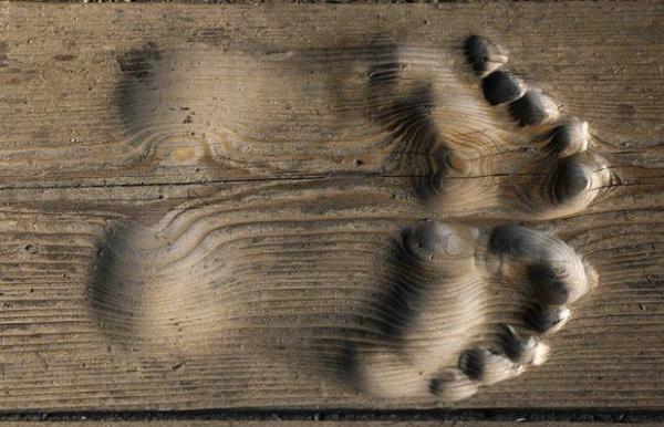footprints-monk-prayer