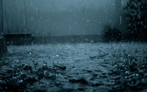 rain_drops_at_night-wide