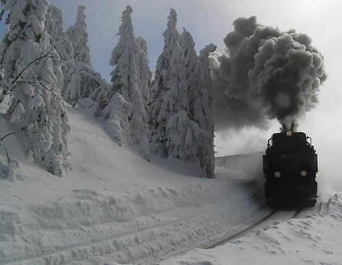 Train-snow-winter-steam