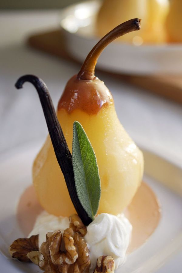 poached-pears-in-vanilla