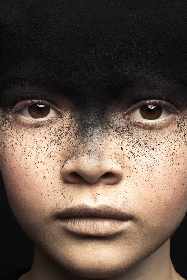 photo-child-eyes-soot