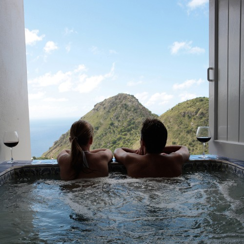 hot-tub-vacation-relax