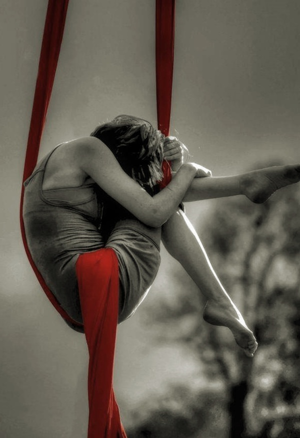 ribbon-red-suspended