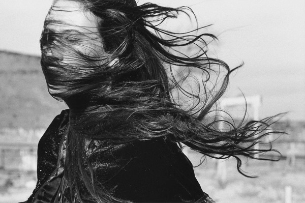 stephan-wurth-woman-wind-breeze-hair