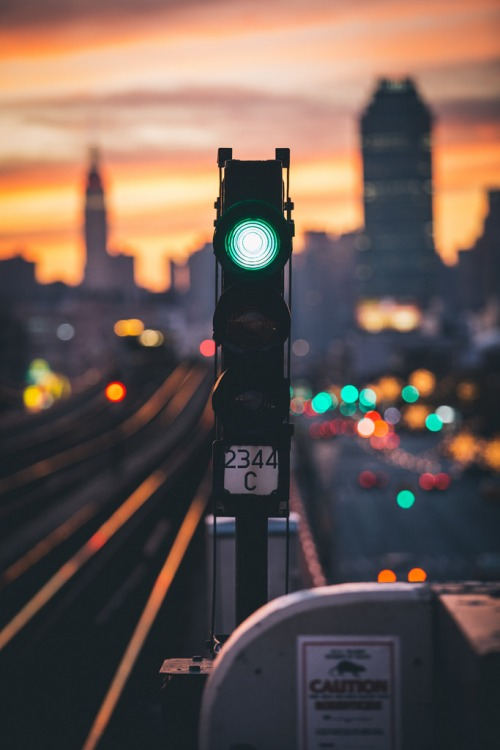 train-green-light