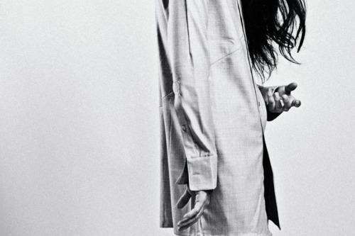 woman-portrait-hand