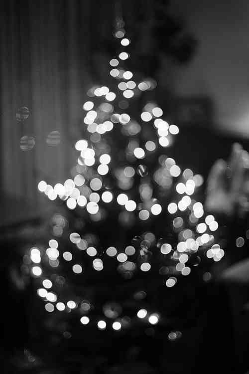 christmas-tree-lights-black-and-white