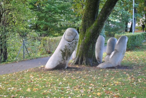 tree-hand-sculpture