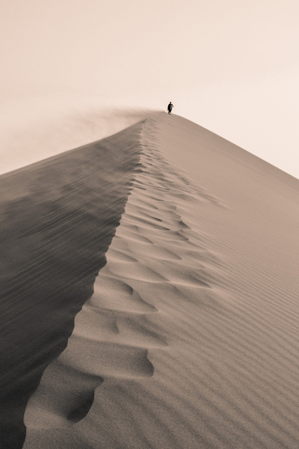 desert-nambia-walking
