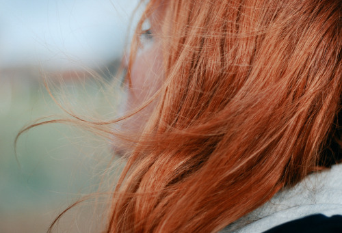hair-breeze-wind-red