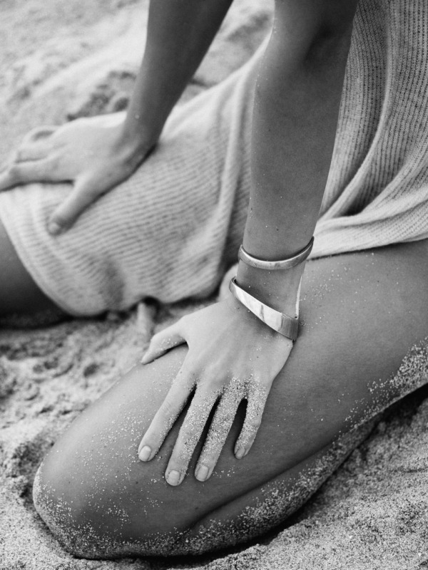 hands-legs-sand-black-and-white