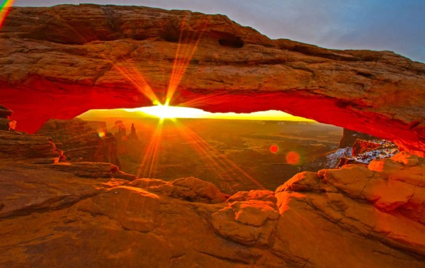moab-utah-arch-sunrise
