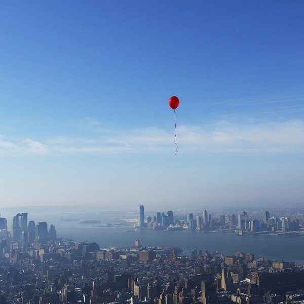 red-balloon-over-manhattan