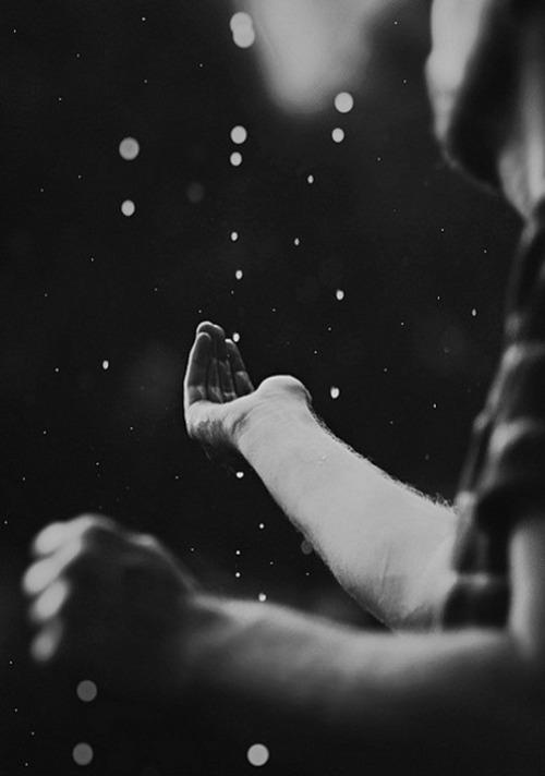 catch-hand-rain