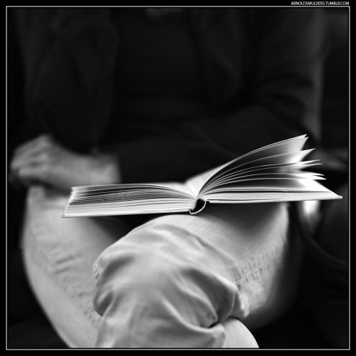 book-reading-black-and-white