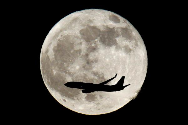 full-moon-plane-fly