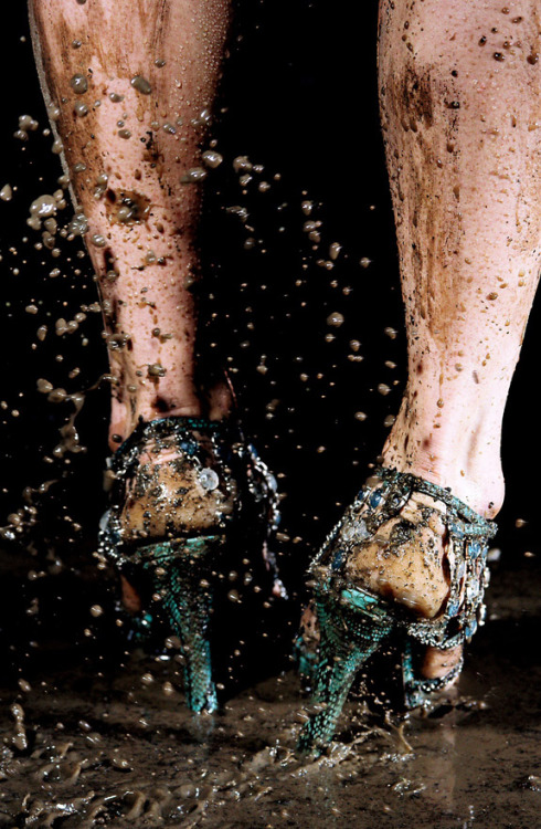 Marilyn-Minter-rain-heels-shoes-mud-legs-art