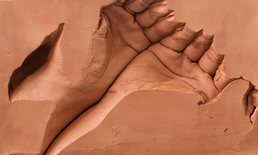 hands-dan-stockholm-red-clay
