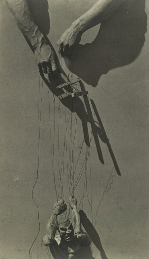 hands-of-a-marionette-player-tina-modotti