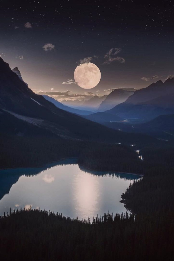peyto-lake-full-moon-banff-canada