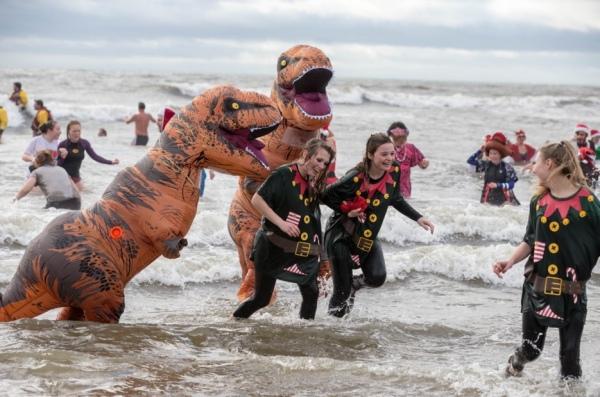 funny-charity-dinosaur-swim