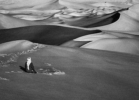 desert-dunes-black-and-white