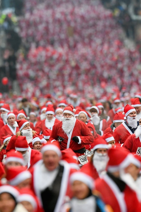 glasgow,charity,run,santa Claus