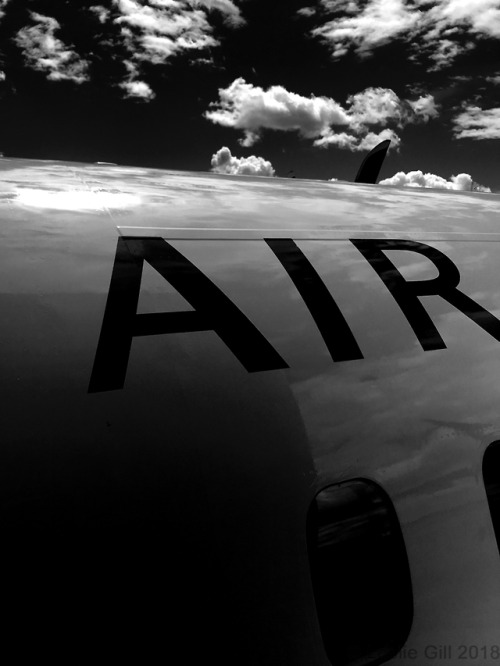 airplane-black-and-white